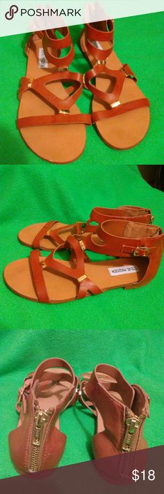 Steve Madden sandals Size 6B Gold metal Normal sight of wear Nomal mark and scuff Gently worn Steve Madden Shoes Sandals