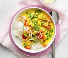 Saffransgryta med räkor och dill | Recept ICA.se Thai Red Curry, Ramen, Food Porn, Dinner, Ethnic Recipes, Dining, Food Dinners, Treats, Dinners