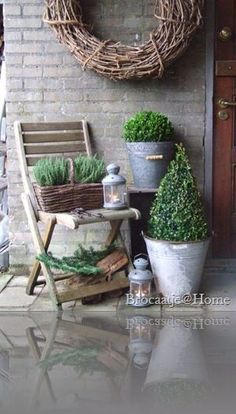 Shabby Cottage Studio- Gail Schmidt, country, chic in giardin … – Garden Design Outdoor Living, Outdoor Decor, Shabby Cottage, Porch Decorating, Garden Pots, Garden Inspiration, Container Gardening, Greenhouse Gardening, Outdoor Gardens