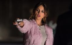Here is Baby Driver Outfit Picture for you. Baby Driver Outfit ansel elgort varsity jacket in ba driver movie. Baby Driver Outfit this Baby Driver Trailer, Film Baby Driver, Eiza Gonzalez, Gina Lorena, Ansel Elgort, Kevin Spacey, Movie Wallpapers, Iphone Wallpapers, Celebs