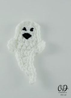 Ghost Halloween Embellishment   Free Pattern   oombawkadesigncrochet.com