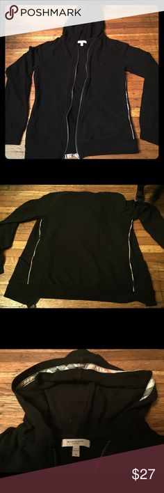 Burberry hoody 100% authentic. No flaws or stains. Smoke free home. Nice lightweight material, perfect for fall!🍂🎃🍁 Burberry Tops Sweatshirts & Hoodies