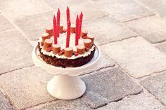 Hackfleisch-Würstchen-Torte für den Hunde-Geburtstag, Pupcake, Puppy Cake, Hundetorte, Hunde Geburtstagstorte, Hunde Geburtstagskuchen, Kuchen für Hundegeburtstag, Kuchen für den Hund, hundekuchen, dog cake, dog birthday party, dog, dogs, tibet terrier, tibetan terrier, tibi, max, max wuschelhund, blogdog, max wird 6 jahre, hunde leckerli, leckerli für hunde, hundekeks, food, foodie, foodblogger, foodporn, foodlove, yum, lecker, fleischtorte, herzhafte torte, rezept, fashionkitchen kocht