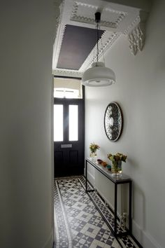Fabulous Hallway Decor Ideas For hallway ideas ideas small ideas entrance hallway ideas hallway decorating halls Hall Tiles, Tiled Hallway, Hallway Flooring, Modern Hallway, Contemporary Hallway, Contemporary Design, White Hallway, Flat Hallway Ideas, Hallway Shelf