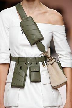 Fendi women's spring/summer 2019 fashion show fashion week, fashion bags, fashion 2018 Fashion Star, Trend Fashion, Look Fashion, Fashion Bags, New Fashion, Spring Fashion, Fashion Accessories, Fashion Design, Fashion Handbags
