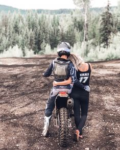 Dirt Bike Couple, Motocross Couple, Motorcycle Couple Pictures, Biker Couple, Dirt Bike Girl, Cute Couple Pictures, Motocross Wedding, Motocross Bikes, Couple Goals