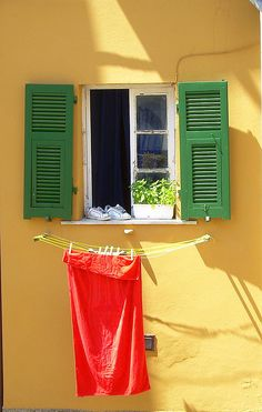 The most amazing photos from all around the world Colour Architecture, Window Boxes, Clothes Line, Windows And Doors, Painting Inspiration, Color Change, Laundry, Ramen, Retro