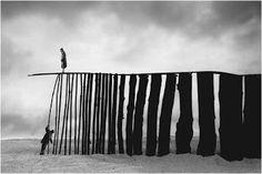 Gilbert Garcin: allegorie fotografiche di poetica surrealista ~ Fotografia Artistica Blog G. Santagata
