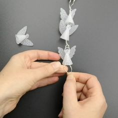 Mini-Engel-Lichterkette Crafting instructions for mini Christmas Angel Fairy Lights - with crafting Christmas Door Wreaths, Christmas Angels, Christmas Time, Christmas Crafts, Christmas Decorations, Xmas, Tree Decorations, Diy Paper, Paper Crafts