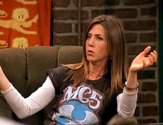 10 (intentionally and unintentionally) ironic Detroit T shirts Rachel Green Outfits, Rachel Green Style, Rachel Hair, Friends Merchandise, Cool Girl Style, Friend Outfits, Friends Tv Show, Friends Fashion, Looks Vintage