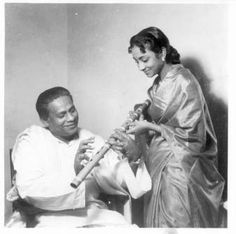 On her death anniversary, we pay a tribute to Geeta Dutt, the ethereal singer who had a short lived career but left an indelible mark in the world of music. Bengali Song, Vintage Vignettes, Lata Mangeshkar, Film Genres, Vintage Bollywood, Skylark, She Song, Antara