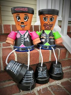 Lynda's Scrappy Place: My Hand Painted Flower Pot People Clay Pot Projects, Clay Pot Crafts, Diy Clay, Crafts To Make, Flower Pot Art, Clay Flower Pots, Flower Pot Crafts, Painted Clay Pots, Painted Flower Pots