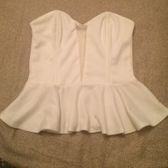 WHITE PEPLUM TOP Super cute with skirts and jeans!.. Can be matched with any occasion. Not sure on the size but probably a small (has no tags) In good condition. Has a see through middle Tops