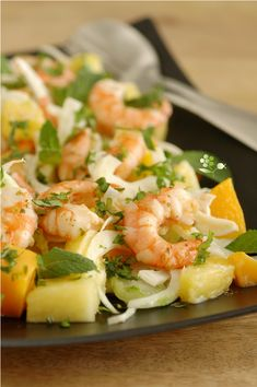Refreshing salad, fennel, pineapple, mango, mint & coriander Source by Annellenor Yummy Appetizers, Appetizer Recipes, Healthy Salads, Healthy Eating, Diet Recipes, Healthy Recipes, Mango, Asian Recipes, Ethnic Recipes