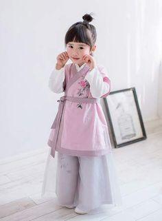Ideas children design clothes kids fashion little girls for 2019 Baby Girl Dress Patterns, Little Girl Dresses, Baby Dress, Toddler Fashion, Kids Fashion, Baby Hijab, Dress Anak, Mode Abaya, Style Japonais