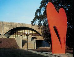 Escultura no Museu Metropolitano de Arte de Curitiba (1996)