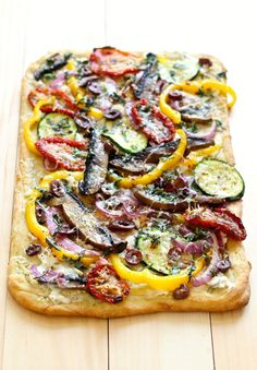This Roasted Vegetable Flatbread is perfect for entertaining, and has a delicious variety of vegetables such as portobello mushrooms & peppers!