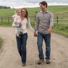 Beautiful Photo yes! my favorite couple I hope to see more family moments of them three. I'm more excited to see season ❤️ ⏩Amber… Watch Heartland, Amy And Ty Heartland, Heartland Seasons, Heartland Quotes, Heartland Ranch, Heartland Tv Show, Heartland Georgie, Best Tv Shows, Favorite Tv Shows