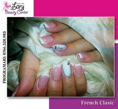 Christmas nails http://www.larybeautycenter.ro/servicii/unghii-cu-gel-sau-acryl