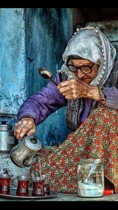 Start your day with a nice Turkish çay (tea),Demirci,Manisa,Turkey. Arabian Art, Turkish People, Art Watercolor, Turkish Art, Foto Art, World Cultures, People Around The World, Belle Photo, Portraits