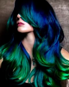 Mystical play of greens and blue, the life (and color) of the sea. Mermaid hair! you can see how this color is obtained @guy_tang.