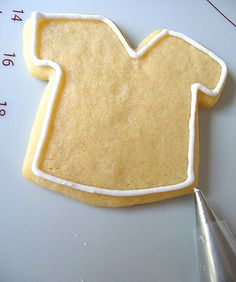 How to Decorate Cookies with Royal Icing. Step by step, including equipment needed.