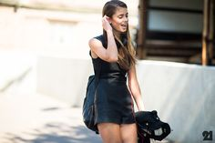 street style roundup of stylish backpacks Street Style Blog, Street Style Summer, Casual Street Style, Street Style Women, Taylor Marie Hill, Mercedes Benz, Conservative Fashion, Cool Outfits, Fashion Outfits