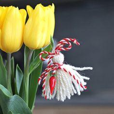 лв3.50 Ръчно изработена мартеница, вдъхновена от единия от първомартенските образи – Пенда. Традициите са живи и ги пазим грижливо. Чудесен подарък за най-близките ви хора, позволявайки ви да възвестите идването на пролетта по един красив начин, верни на българските обичаи.  Материал: вълна, стъклен елемент, безопасна игла за закачване Размер: 7 x 8 см Израбoтена от КвАРТеТ Baba Marta, Joy, Holiday, Color, Vacations, Holidays, Happiness, Colour, Colors