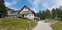 Die Klagenfurter Hütte liegt im Herzen der Karawanken. Mit ihrer perfekten Lage, der atemberaubenden Kulisse in den Bergen des Rosentals ist sie eines der schönsten Ausflugsziele für jeden Naturliebhaber. Von einfachen Wandertouren auf den Kosiak über anspruchsvolle Klettersteige bis hin zu den begehrten Skitouren im Bereich des Bodentals im Winter. Die Hütte befindet sich in der Urlaubs- & Ferienregion Carnica Rosental. #hütten #wandern #österreich #austria #urlaub #holidays #kärnten