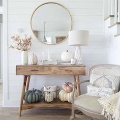 21 Cheap And Easy Fall Entryway Decorating for Your House Entryway Decor Ideas Cheap Decorating Easy Entryway Fall House Decor Room, Living Room Decor, Fall Entryway Decor, Interior Design Living Room, Interior Decorating, Fall Decorating, Corporate Office Design, Style Deco, Autumn Home