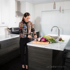 Vêtements Alex et Marie #québecdesigner #designer #Québec #fashion #chemise #portraitmode #woman #classy #cook #cuisine #buisinesswoman Portrait, Designer, Marie, Floral, Skirts, Fashion, Dress Shirt, Photography, Kitchens