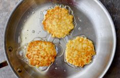 Celebrate summer with a quick and easy recipe for corn fritters that can be made with fresh or frozen corn kernels. Simple Corn Fritter Recipe, Corn Fritter Recipes, Vegetable Recipes, Green Bean And Corn Recipe, Green Bean Recipes, Easy Corn Fritters, Zucchini Fritters, Corn Souffle, Corn Pancakes
