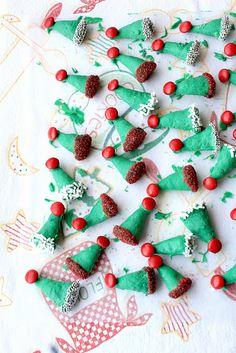 Edible Elf Hat Peppermint via @Munchkin Munchies #christmas #treats