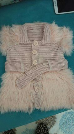 This Pin was discovered by Ayş Baby Cardigan Knitting Pattern, Baby Knitting Patterns, Crochet Coat, Crochet Clothes, Knitting For Kids, Crochet For Kids, Baby Outfits, Kids Outfits, Baby Girl Crochet