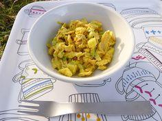 le hamburger et le croissant: Salade de poulet au curry