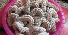 Tyhle rohlíčky se dělají 2-3 týdny před Vánocema, aby pěkně odležely. Christmas Baking, Christmas Cookies, Sweet Desserts, Desert Recipes, Nutella, Cereal, Deserts, Food And Drink, Sweets