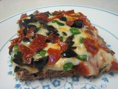 Low Carb Pizza with seasoned ground beef for the crust topped with cheese, sweet peppers, caramelized onions and diced cooked bacon---maybe mushrooms. PIZZA ON A LOW CARB DIET! No Carb Recipes, Beef Recipes, Cooking Recipes, Healthy Recipes, No Carb Dinner Recipes, Bariatric Recipes, Primal Recipes, Turkey Recipes, Low Carb Spaghetti
