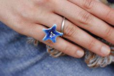 Anillo de plata y esmalte azul. Una creacuin de bracicorto joyas. bracicorto.com