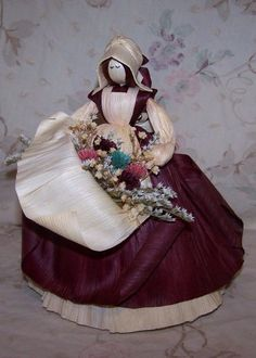 Flower girl with raised apron filled with Corn Husk flowers with dried filler. Audrey Doll, Corn Husk Crafts, Corn Dolly, Corn Husk Dolls, Wheat Straw, Clothespin Dolls, Clay Dolls, Fairy Dolls, Soft Dolls