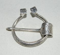 Estonian Pennanular brooch, repllica 12th to 13th century from Shenkenberg.ee sterling silver