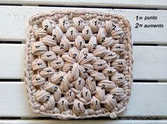 salvamanteles-cuadrado-trapillo3 Yarn Crafts, Merino Wool Blanket, Knit Crochet, Stitch, Knitting, Handmade, Crocheted Bags, Crocheting, Baskets