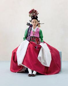 Hanbok : Korean traditional clothes Chris)) how delicate hanbok is! Korean Traditional Dress, Traditional Fashion, Traditional Dresses, Traditional Styles, Korean Fashion Trends, Korea Fashion, Asian Fashion, Henri Bendel, Korean Accessories