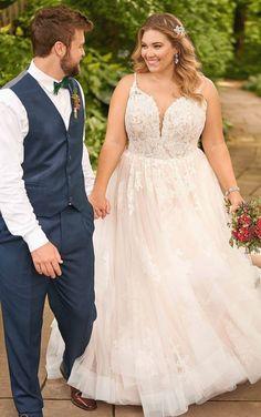 Romantisches schimmerndes Ballkleid in Übergröße Wedding Dress Pictures, Wedding Dress Trends, Gown Wedding, Wedding Cakes, Wedding Rings, Wedding Ideas, Bridesmaid Pictures, Wedding Blog, Essense Of Australia Wedding Dresses