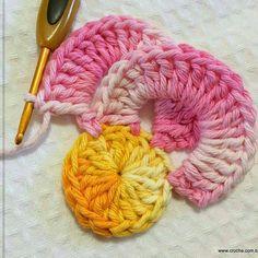 Wanda Fritz's media content and analytics Crochet Flower Tutorial, Crochet Flower Patterns, Crochet Stitches Patterns, Crochet Designs, Granny Square Häkelanleitung, Granny Square Crochet Pattern, Crochet Squares, Crochet Motifs, Form Crochet