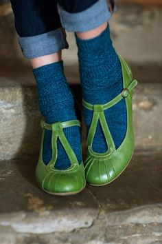 Knitting pattern: Solitude socks & wristwarmers. http://www.themakingspot.com/knitting/pattern/solitude-socks-wristwarmers