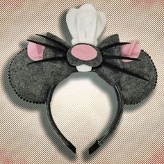 100 Mickey Mouse Ears – A girl and a glue gun Ratatouille Mickey Ohren Diy Disney Ears, Disney Mickey Ears, Mickey Ears Diy, Micky Ears, Disney Halloween Ears, Mickey Mouse Ears Hat, Disney Babies, Easy Halloween, Halloween Crafts