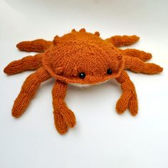 "Original pin says ""J'en pince pour ce crabe au tricot"". Google Translate translation? ""I clip this crab knitting"". LOVE."