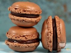 Macarons cu ciocolata. Imagini pas cu pas pentru macarons cu ciocolata Sweets Recipes, Cake Recipes, Cooking Recipes, Macaroons, Just Bake, Pastry Cake, Sweet Cakes, Love Food, Food To Make