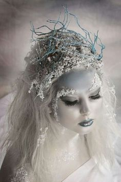Snow Queen makeup for Halloween Fantasy Make Up, Fantasy Hair, Sexy Make-up, Maquillaje Halloween, Make Up Art, Fx Makeup, Ghost Makeup, Witch Makeup, Beauty Makeup