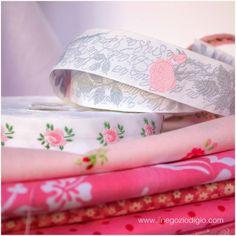 puntocroce e fantasia: ancora un tocco di rosa....